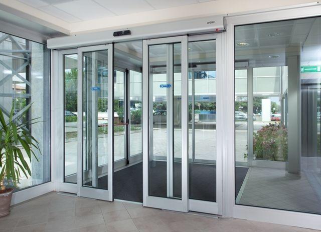 Portes de Garatge Automàtiques Garantim la qualitat, durabilitat i el bon funcionament de totes les nostres portes, els muntatges i la rapidesa i eficàcia del nostre servei postvenda i manteniment especialitzat en portes i automatismes. Les nostres portes són de disseny i estem oberts a qualsevol personalització o suggeriment del client. Sigui quin sigui l'espai de què disposi, les nostres portes s'adaptem a ell.