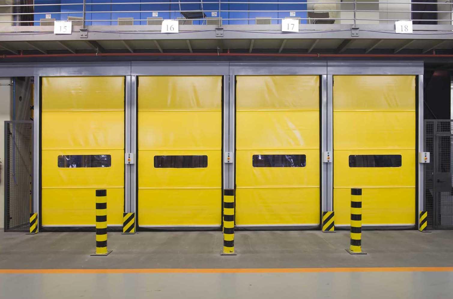 Contamos con expertos profesionales cuyo principal objetivo es lograr una producción de puertas de lona de PVC de gran calidad, para todo tipo de negocios e industrias.